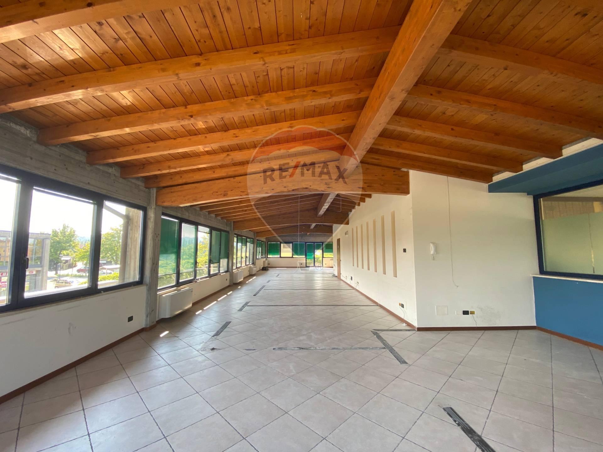 Attività / Licenza in affitto a Manerba del Garda, 9999 locali, prezzo € 2.000 | CambioCasa.it