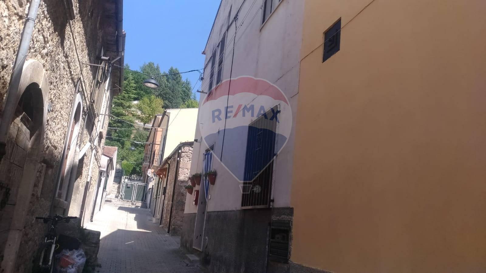 Appartamento in vendita a Popoli, 5 locali, prezzo € 55.000 | CambioCasa.it
