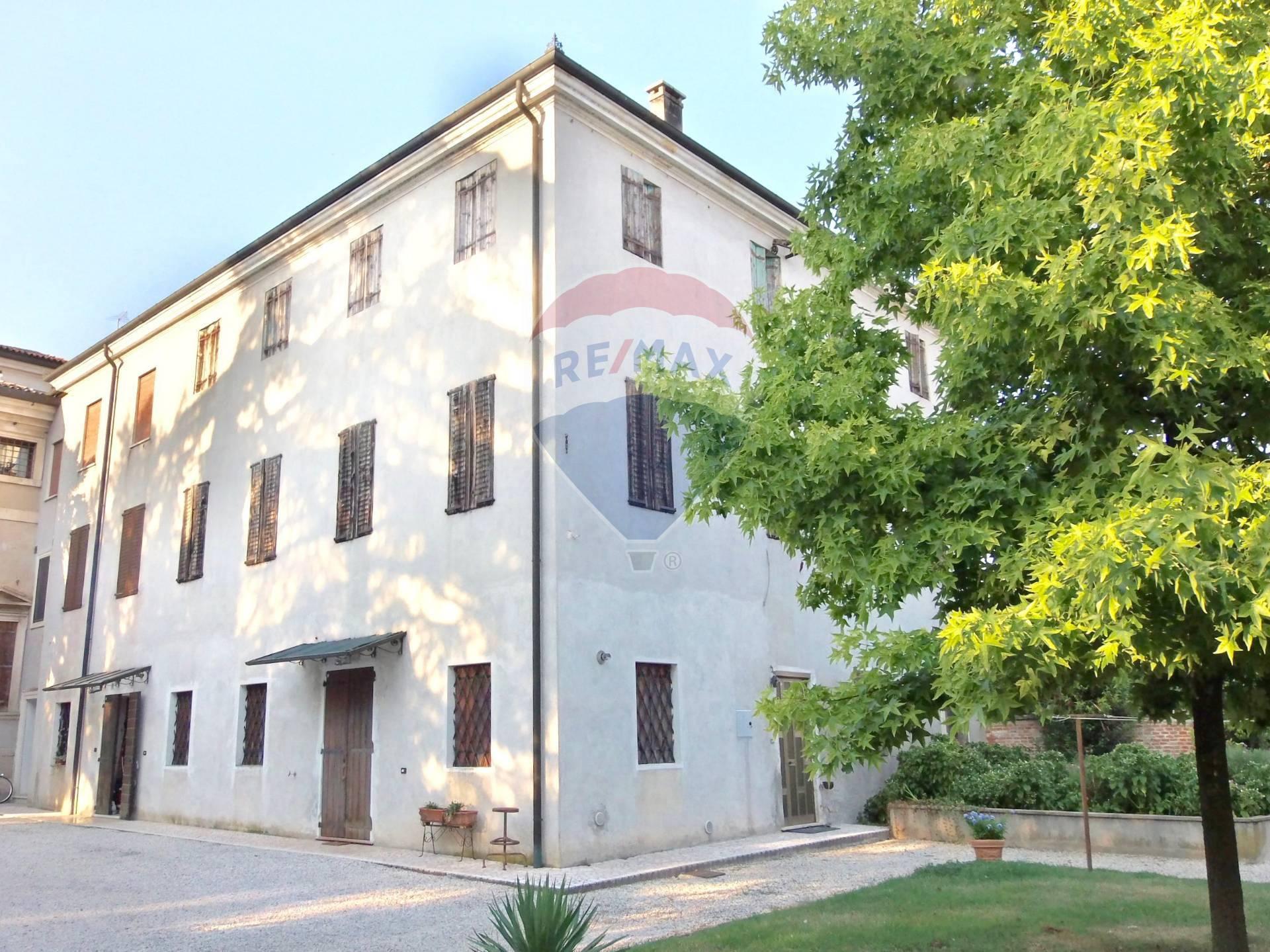 Rustico / Casale in vendita a Torri di Quartesolo, 10 locali, zona Zona: Marola, prezzo € 255.000   CambioCasa.it
