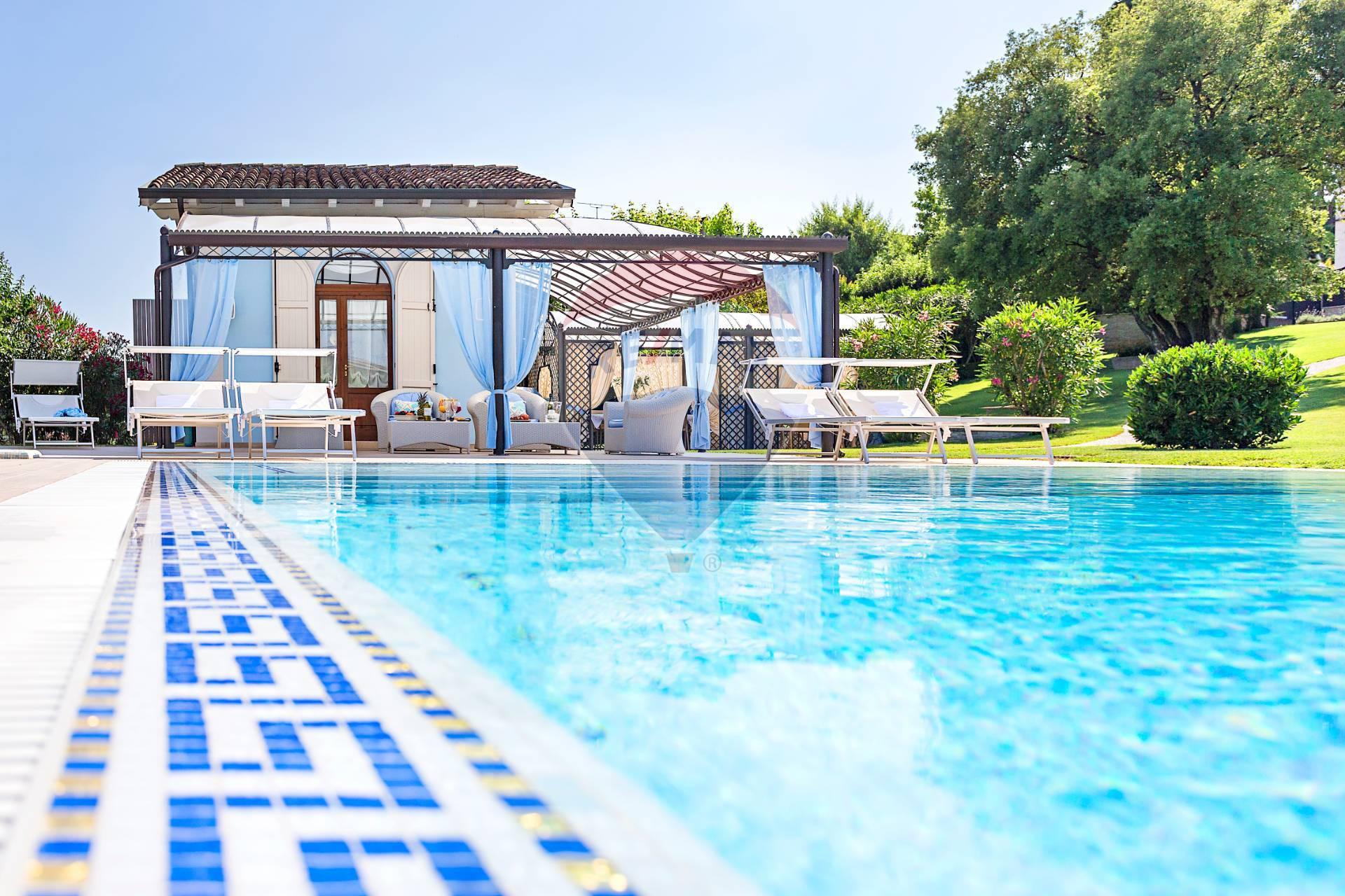 Villa in affitto a Desenzano del Garda, 20 locali, zona Località: DesenzanodelGarda, prezzo € 15.000 | CambioCasa.it