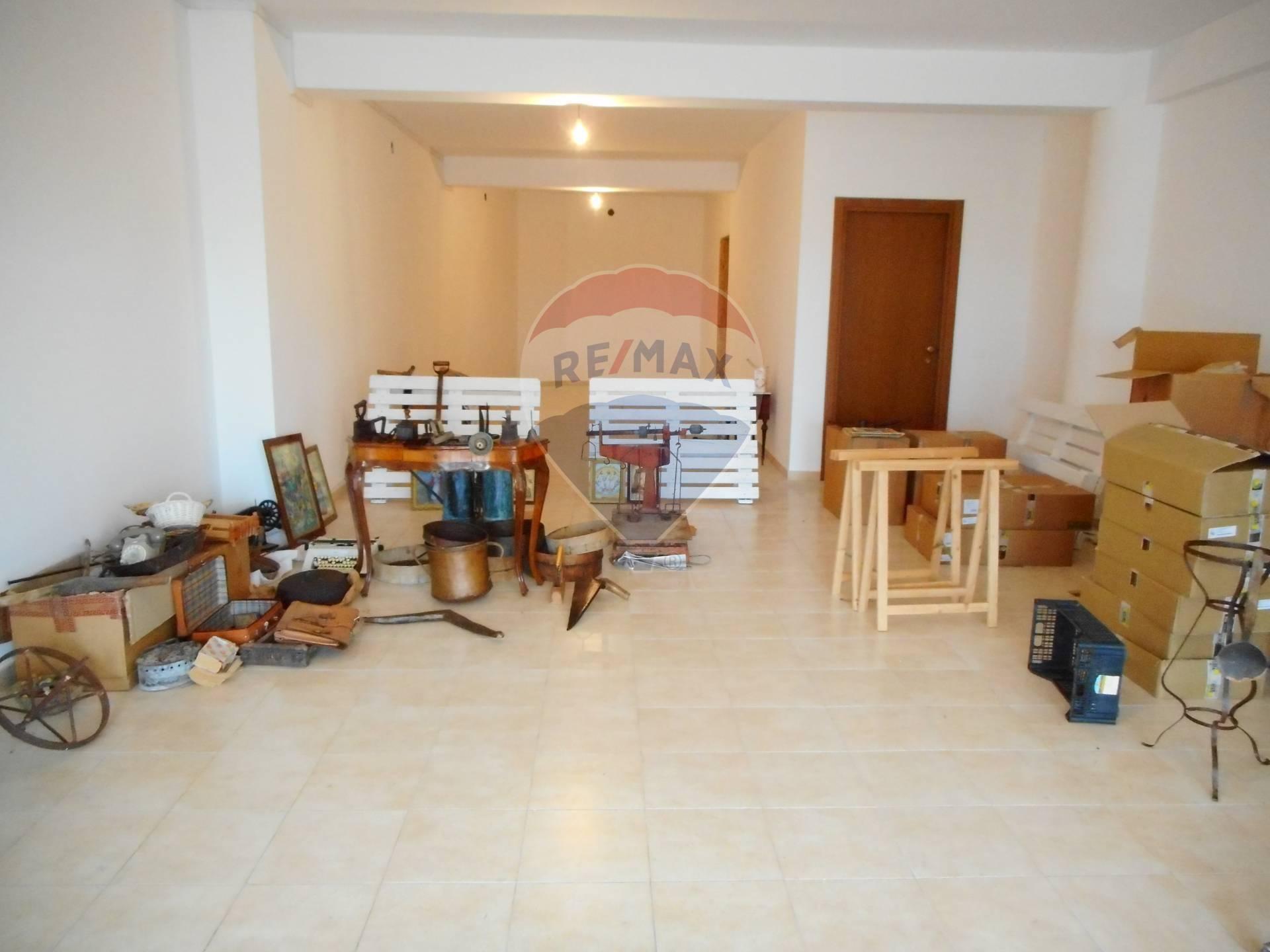 Negozio / Locale in affitto a Casoli, 9999 locali, prezzo € 350 | CambioCasa.it