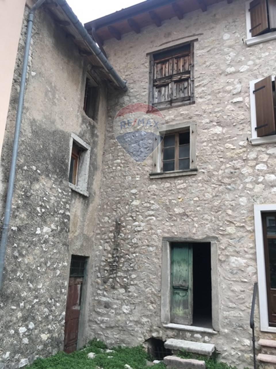 Rustico / Casale in vendita a Brenzone, 3 locali, prezzo € 160.000 | CambioCasa.it