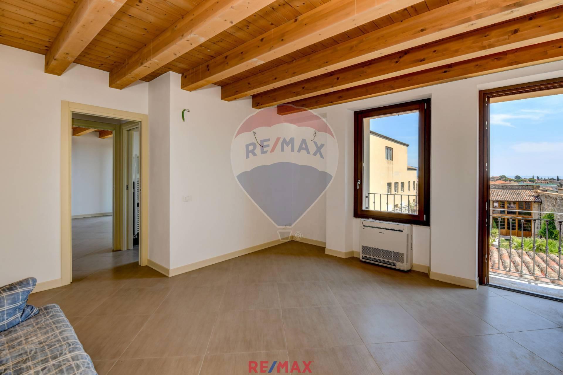 Appartamento in vendita a Toscolano-Maderno, 2 locali, zona Zona: Maderno, prezzo € 150.000 | CambioCasa.it