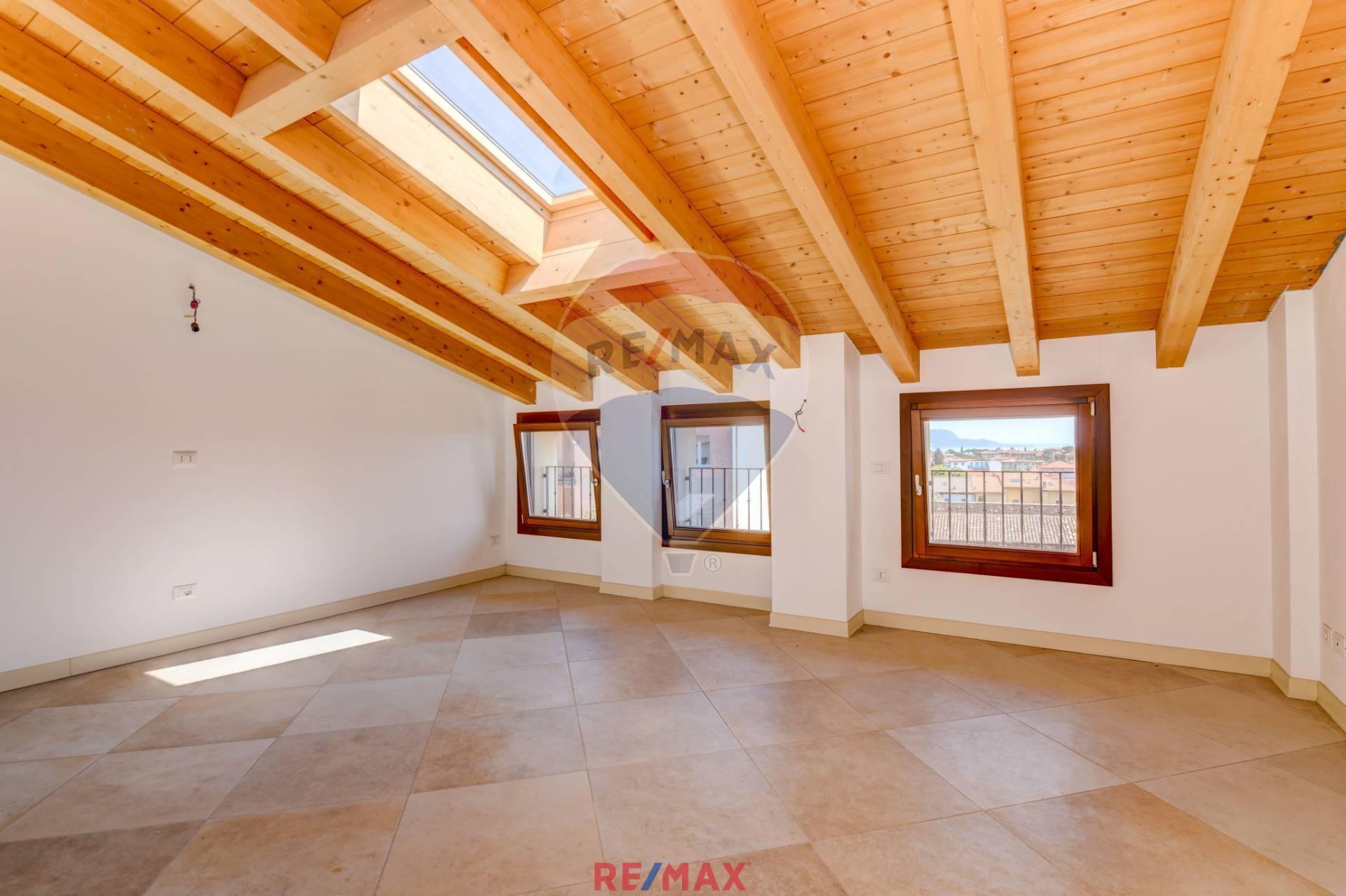 Appartamento in vendita a Toscolano-Maderno, 3 locali, zona Zona: Maderno, prezzo € 175.000 | CambioCasa.it