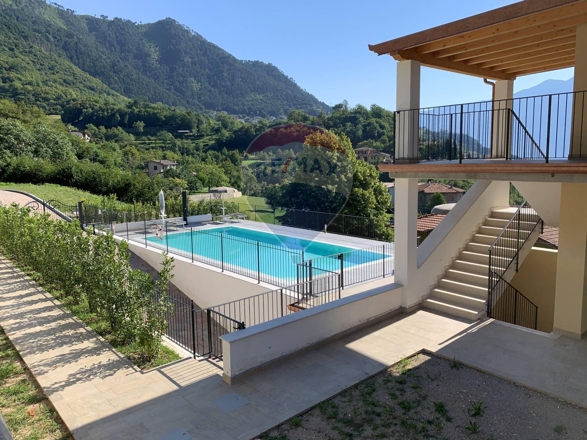 Appartamento in vendita a Tignale, 2 locali, prezzo € 220.000 | CambioCasa.it