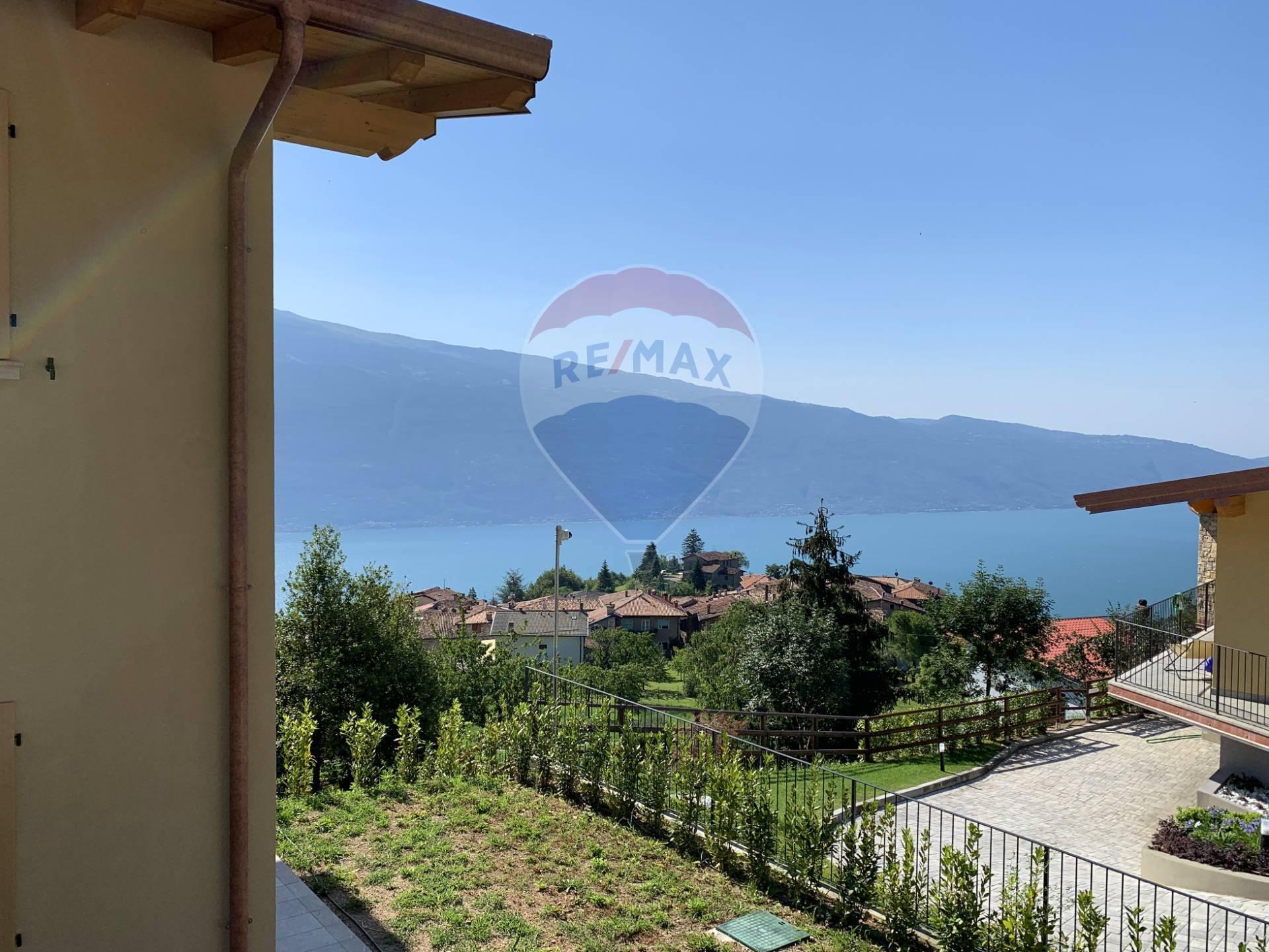 Villa Bifamiliare in Vendita a Tignale