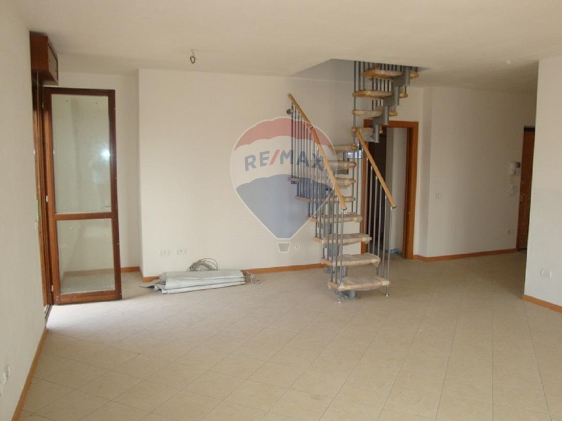 Appartamento in vendita a San Martino Buon Albergo, 5 locali, prezzo € 203.000   CambioCasa.it