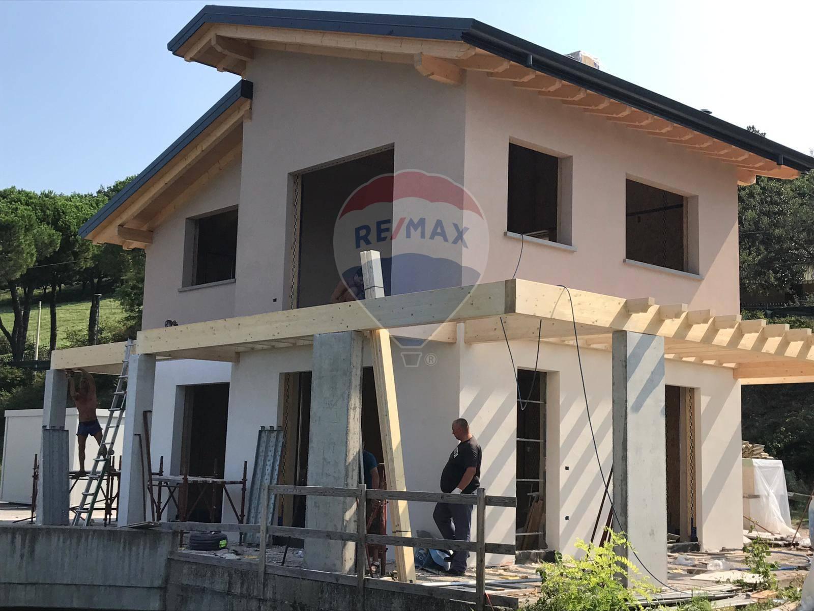 Villa in vendita a Lonato, 5 locali, prezzo € 385.000 | CambioCasa.it