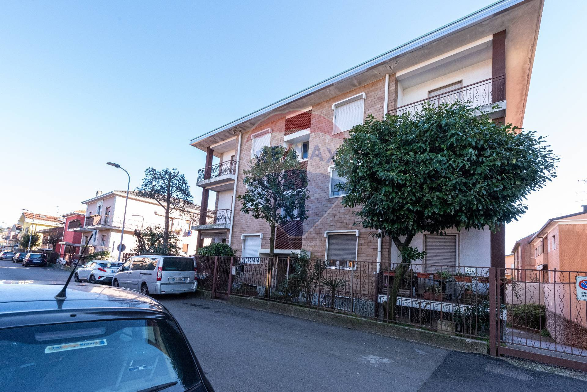 Appartamento in vendita a Pero, 3 locali, zona Zona: Cerchiate, prezzo € 144.000   CambioCasa.it