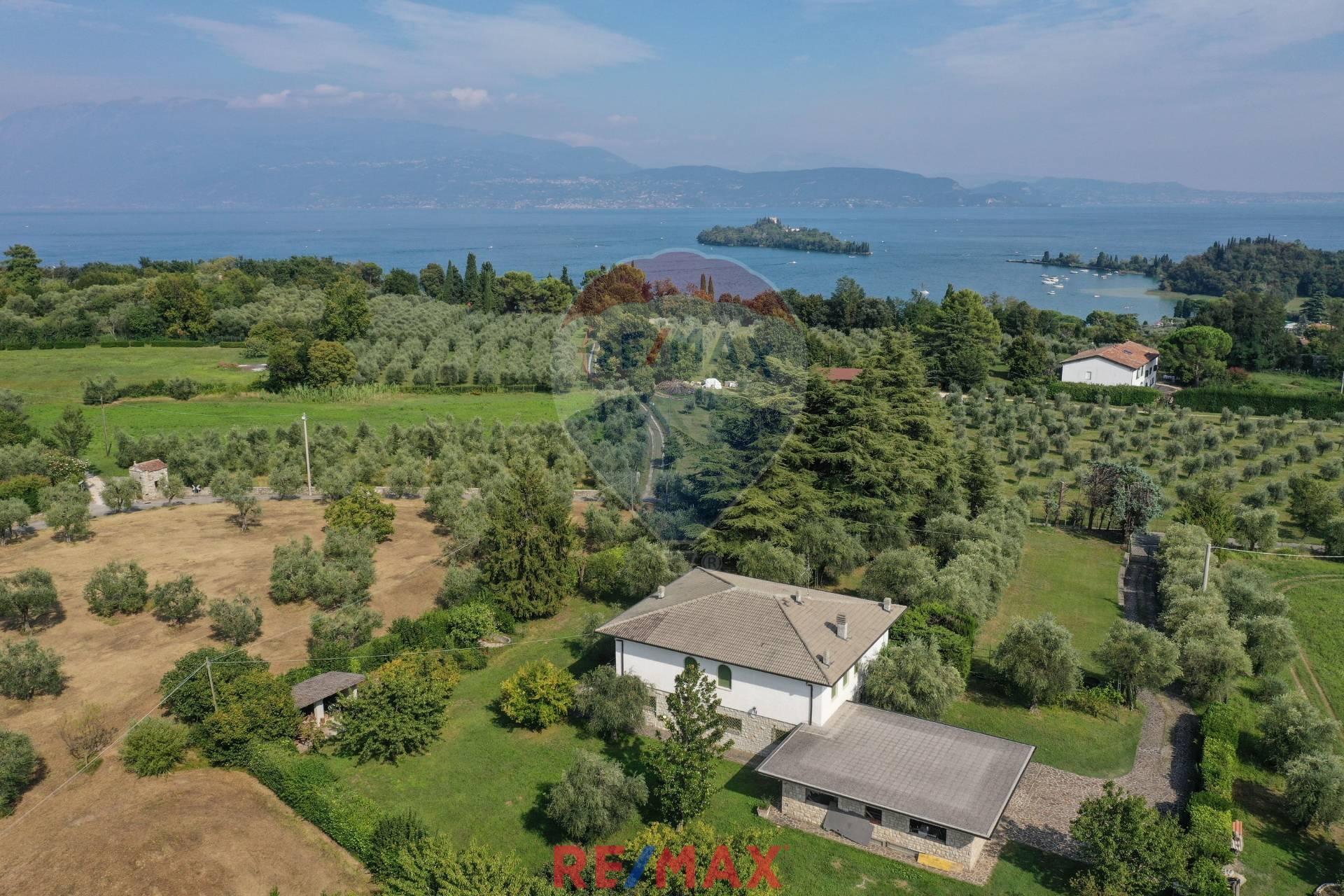 Villa in vendita a San Felice del Benaco, 9 locali, prezzo € 1.000.000 | CambioCasa.it