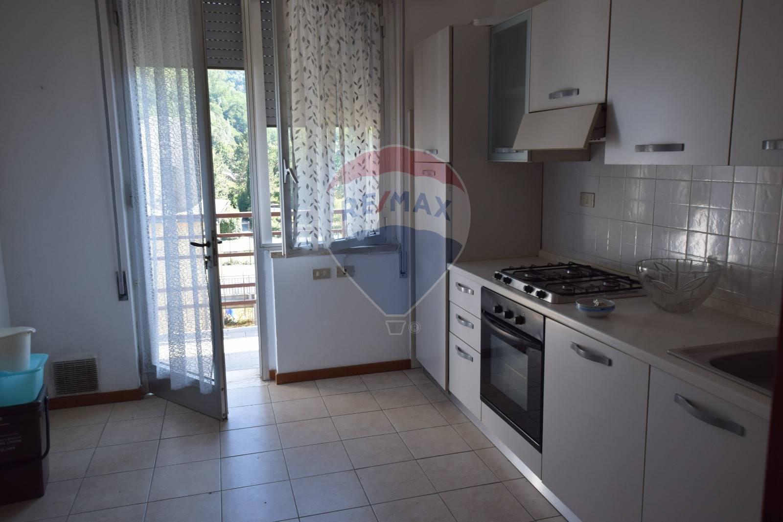 Appartamento in affitto a Bagni di Lucca, 7 locali, zona Zona: Fornoli, prezzo € 550 | CambioCasa.it