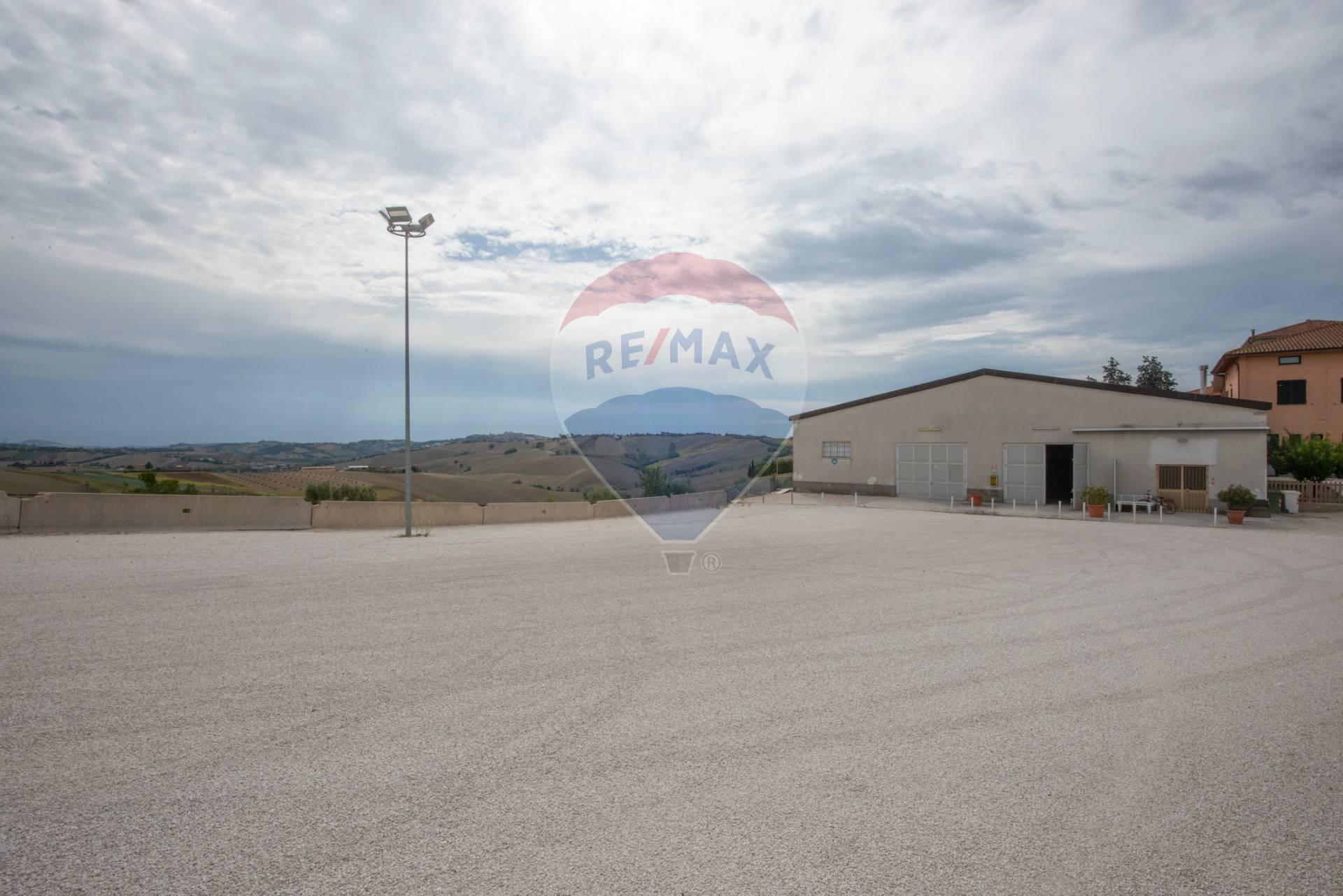 Altro in vendita a Filottrano, 9999 locali, zona Zona: Cantalupo, prezzo € 370.000   CambioCasa.it