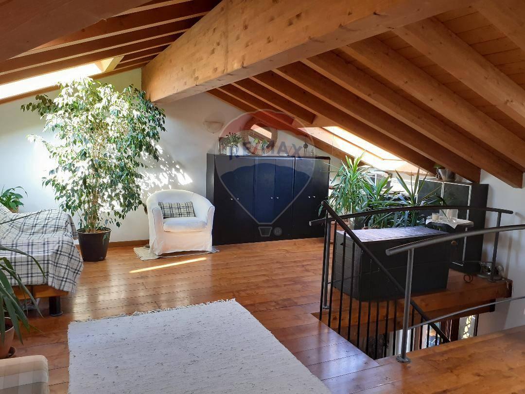 Appartamento in vendita a Moniga del Garda, 3 locali, prezzo € 249.000 | CambioCasa.it