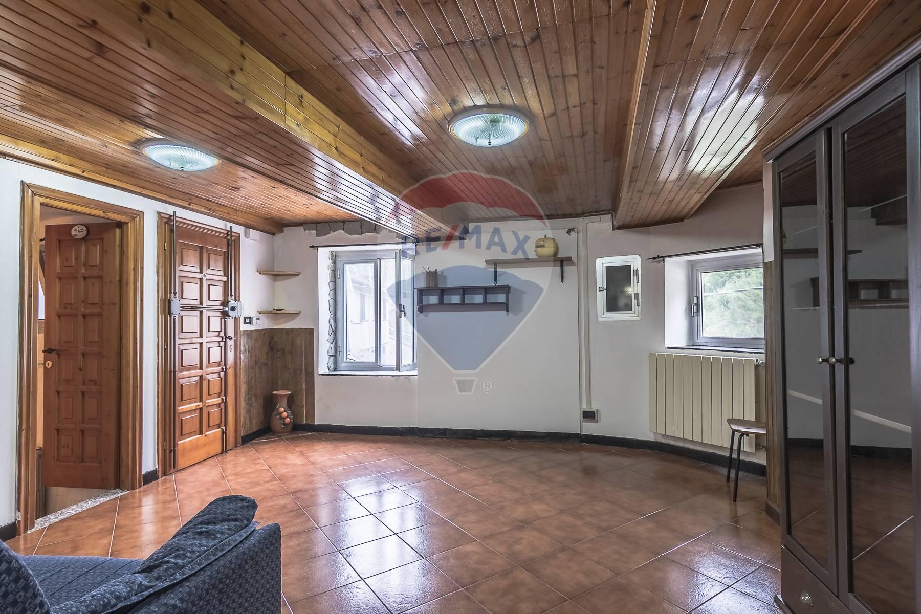 Appartamento in vendita a Ceranesi, 4 locali, prezzo € 55.000 | CambioCasa.it
