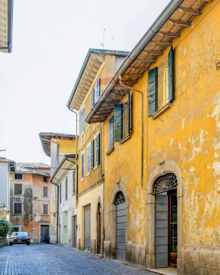 Appartamento in vendita a Toscolano-Maderno, 4 locali, zona Zona: Toscolano, prezzo € 160.000 | CambioCasa.it