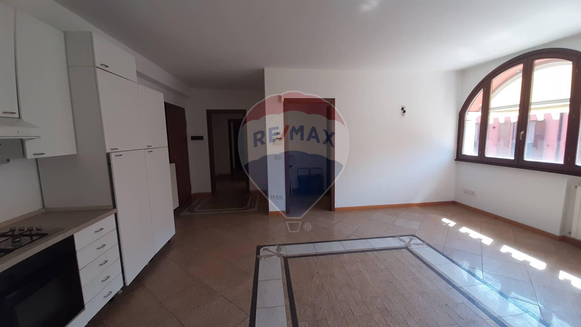 Appartamento in vendita a Soiano del Lago, 3 locali, prezzo € 135.000 | CambioCasa.it
