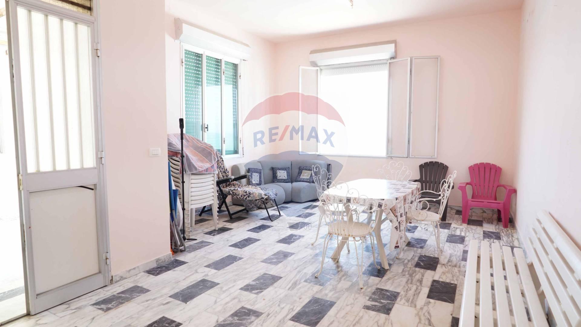 Appartamento in vendita a Vittoria, 4 locali, zona Località: Scoglitti, prezzo € 119.000 | CambioCasa.it