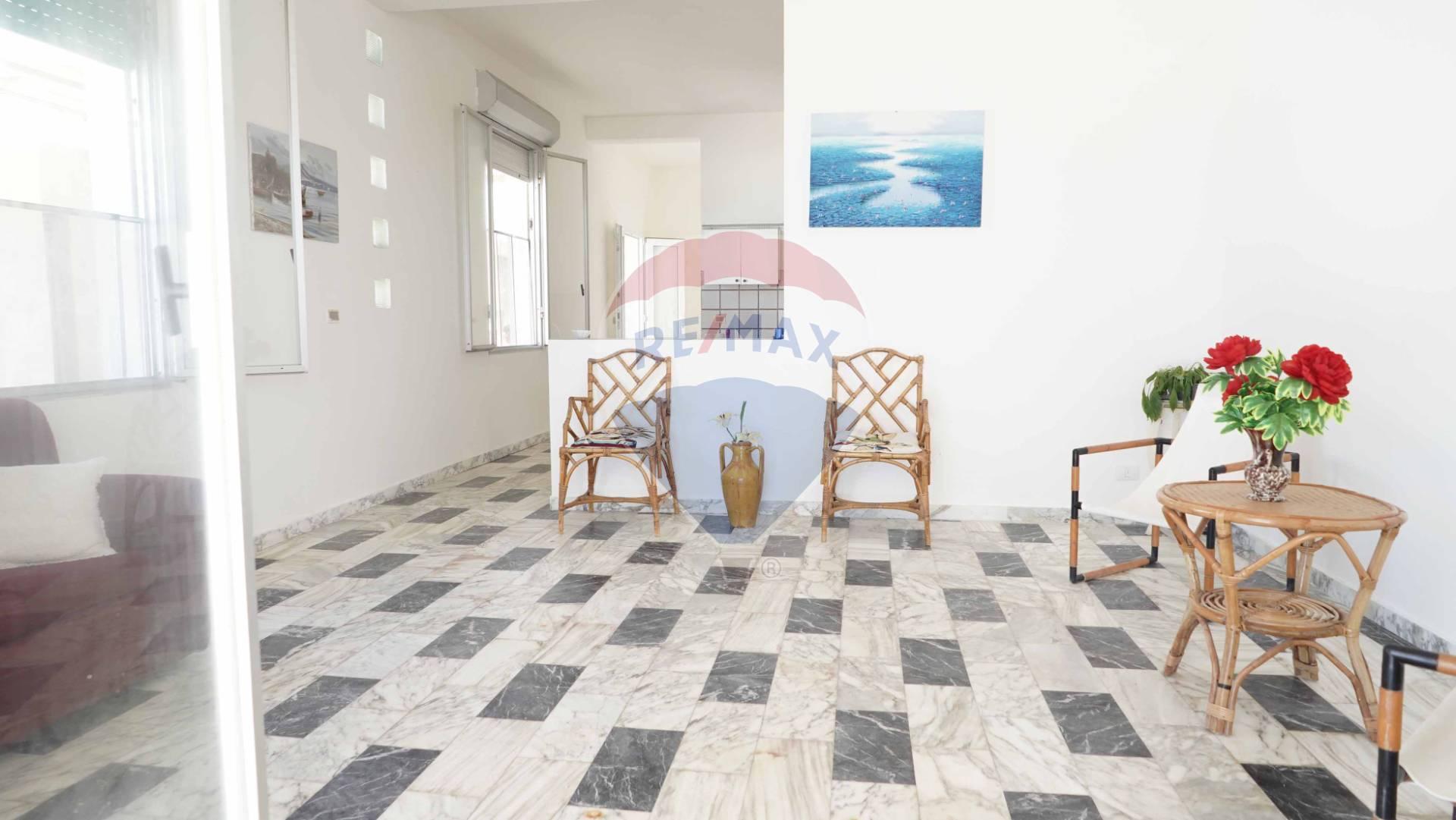 Appartamento in vendita a Vittoria, 5 locali, zona Località: Scoglitti, prezzo € 149.000 | CambioCasa.it