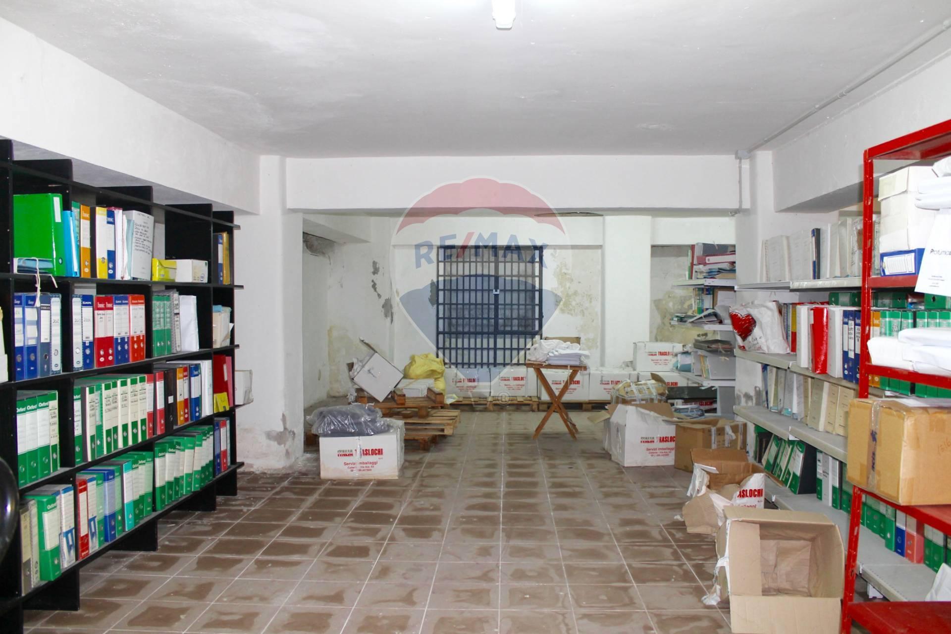 Box / Garage in vendita a Catania, 7 locali, zona Località: C.soItalia-viaLeopardi, prezzo € 75.000 | CambioCasa.it