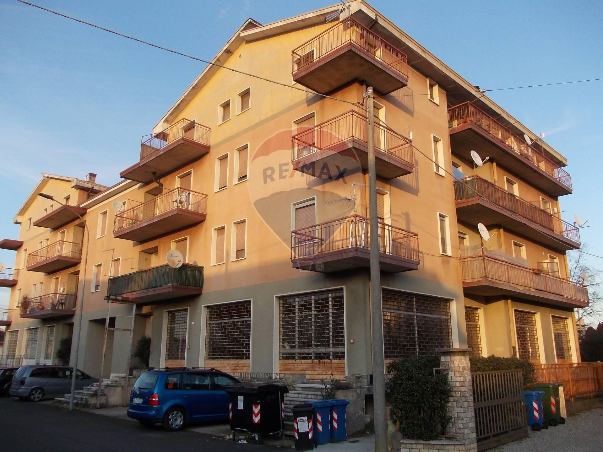 Appartamento in vendita a Sanguinetto, 52 locali, prezzo € 270.000   CambioCasa.it