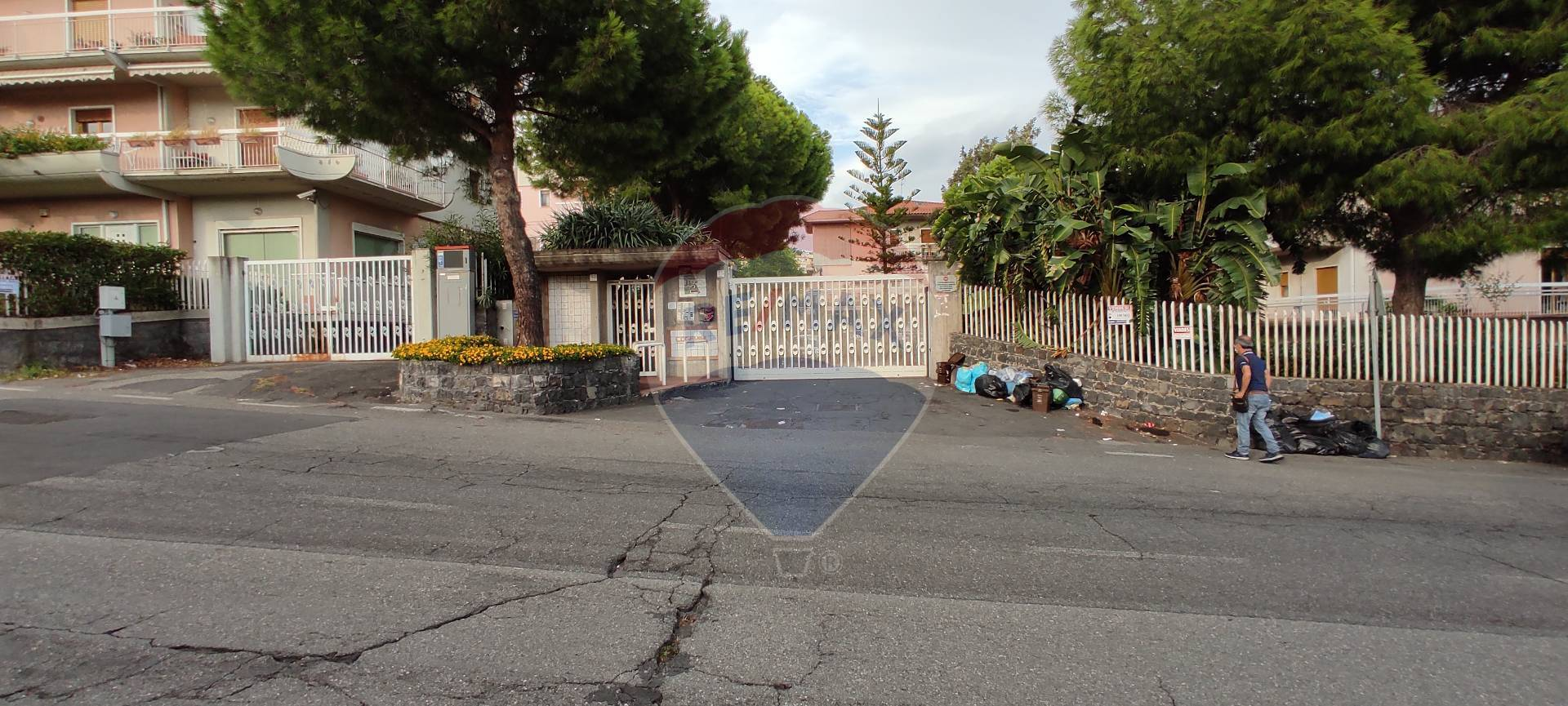 Box / Garage in vendita a Aci Castello, 4 locali, zona Zona: Ficarazzi, prezzo € 80.000 | CambioCasa.it