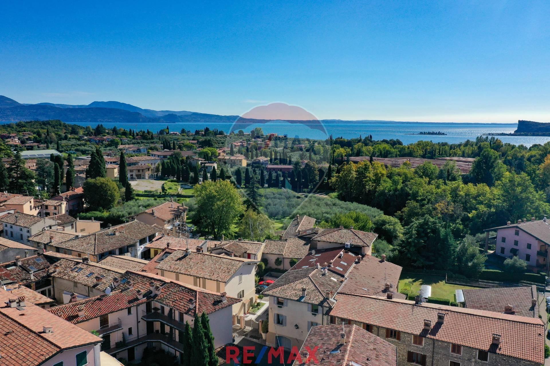 Appartamento in vendita a San Felice del Benaco, 3 locali, prezzo € 270.000 | CambioCasa.it