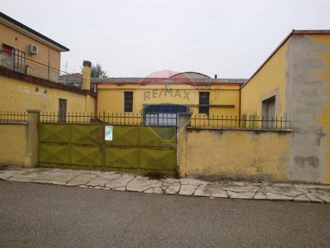 Negozio / Locale in vendita a Cerea, 9999 locali, prezzo € 55.000   CambioCasa.it