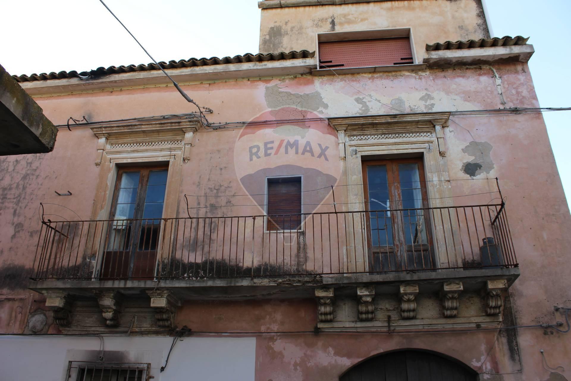 Soluzione Semindipendente in vendita a Santa Croce Camerina, 8 locali, zona Località: Centro, prezzo € 99.000   CambioCasa.it