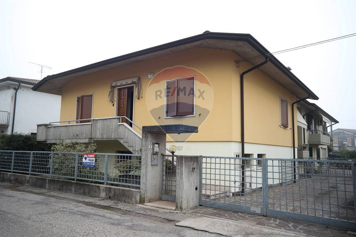 Villa Bifamiliare in vendita a Cerea, 8 locali, prezzo € 165.000 | CambioCasa.it