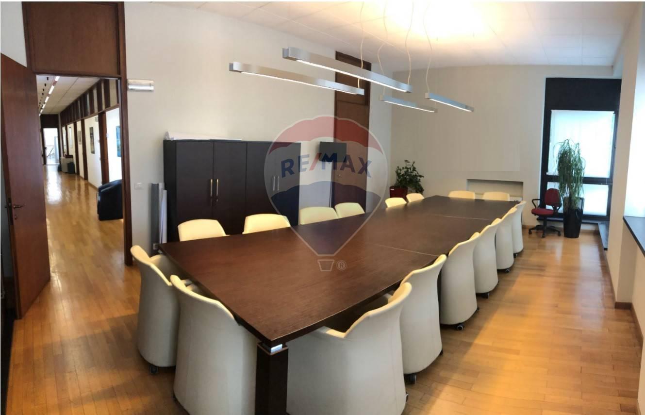 Ufficio / Studio in affitto a Varese, 9999 locali, zona Località: ZonaValleOlona, prezzo € 4.700   CambioCasa.it