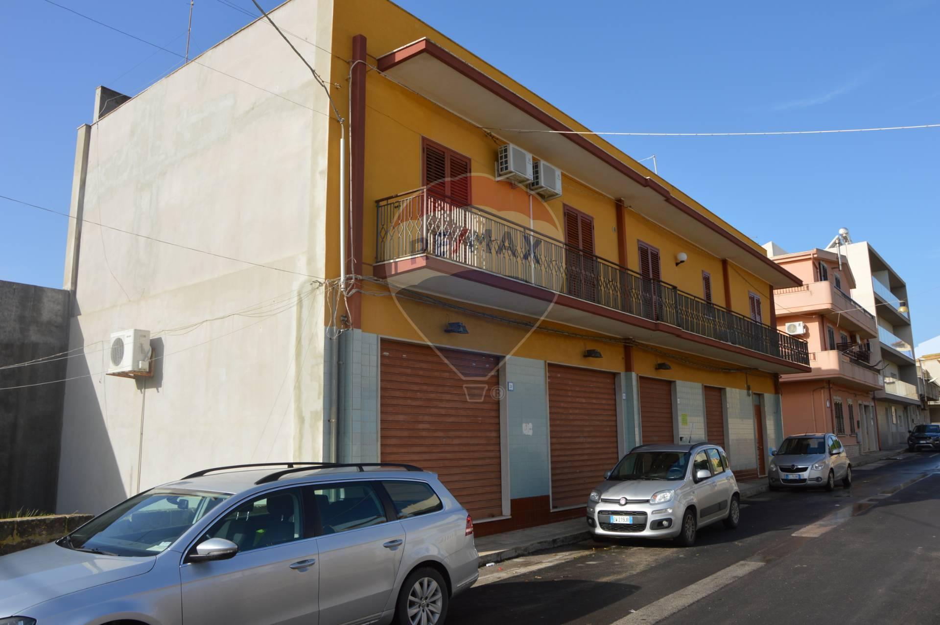 Soluzione Indipendente in vendita a Portopalo di Capo Passero, 12 locali, prezzo € 300.000   CambioCasa.it