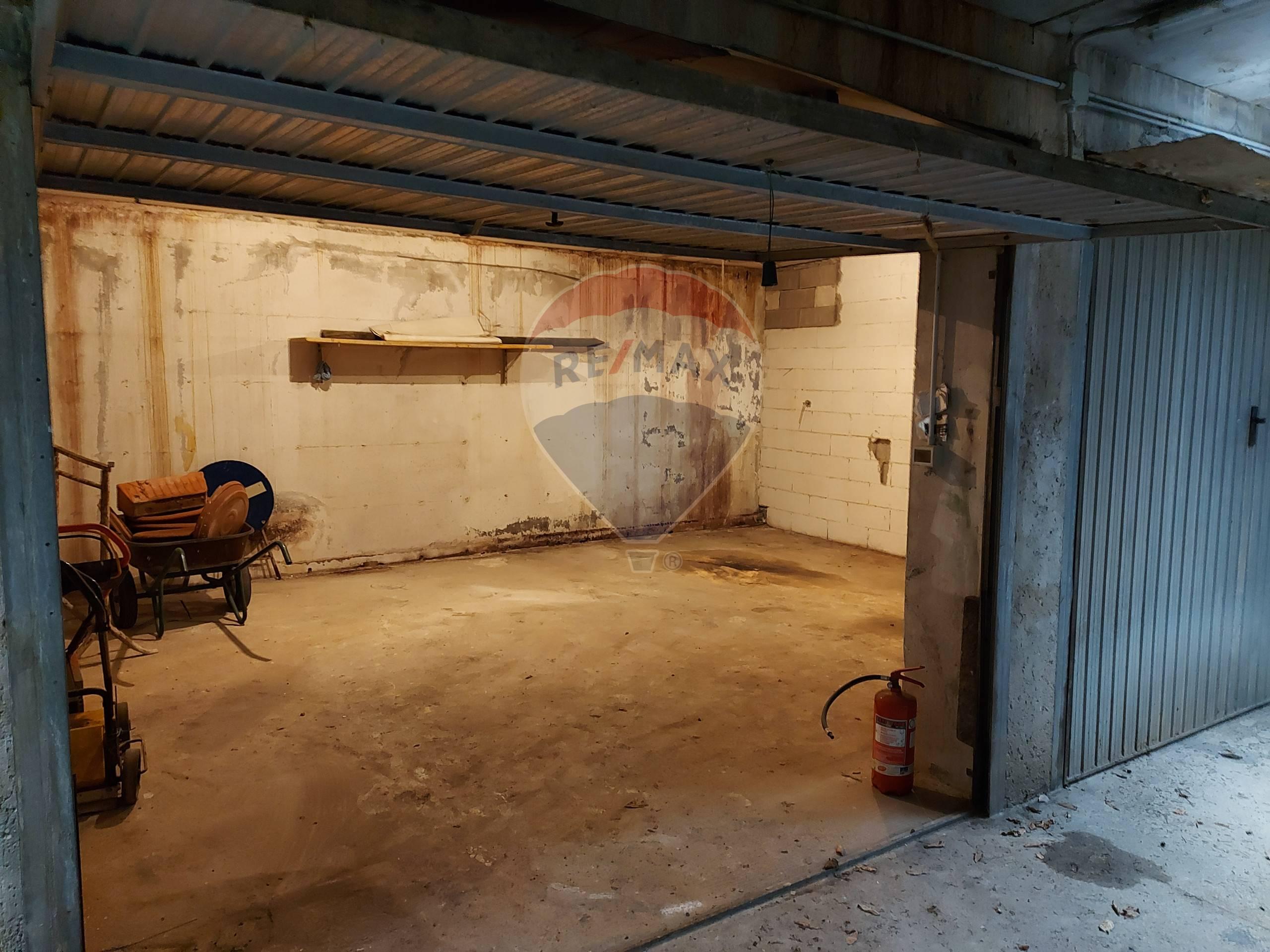 Box / Garage in Vendita a San Felice del Benaco