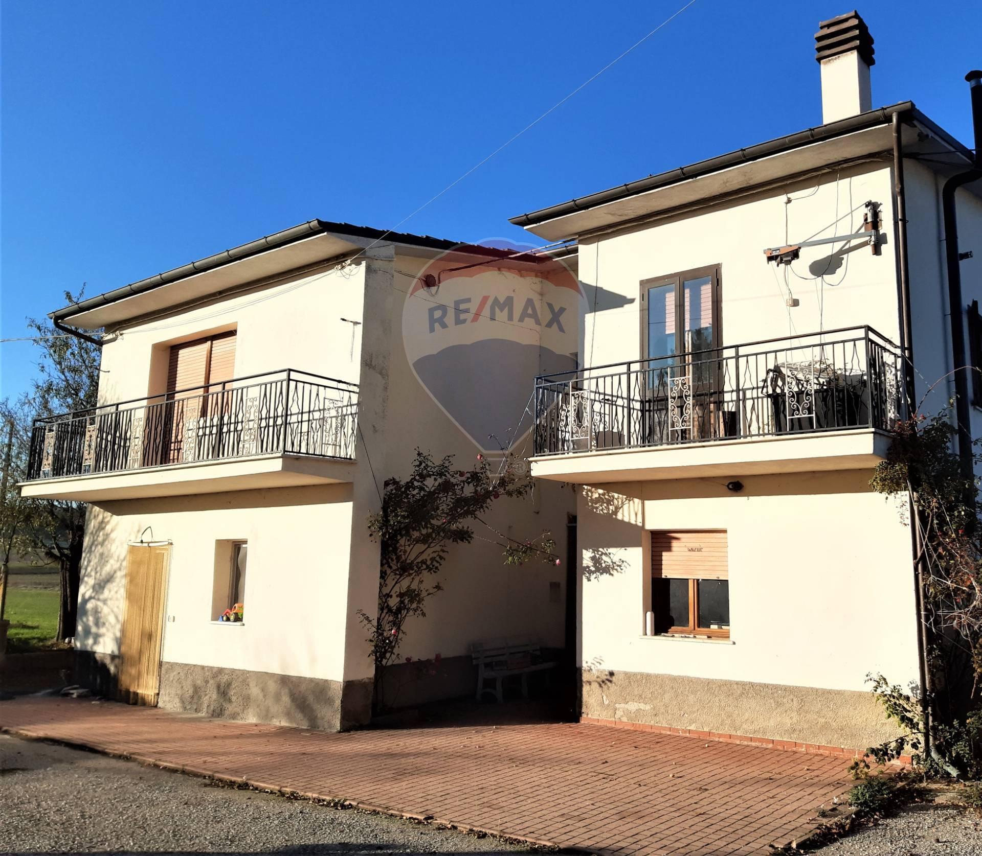 Villa in vendita a San Pio delle Camere, 10 locali, prezzo € 109.000   CambioCasa.it