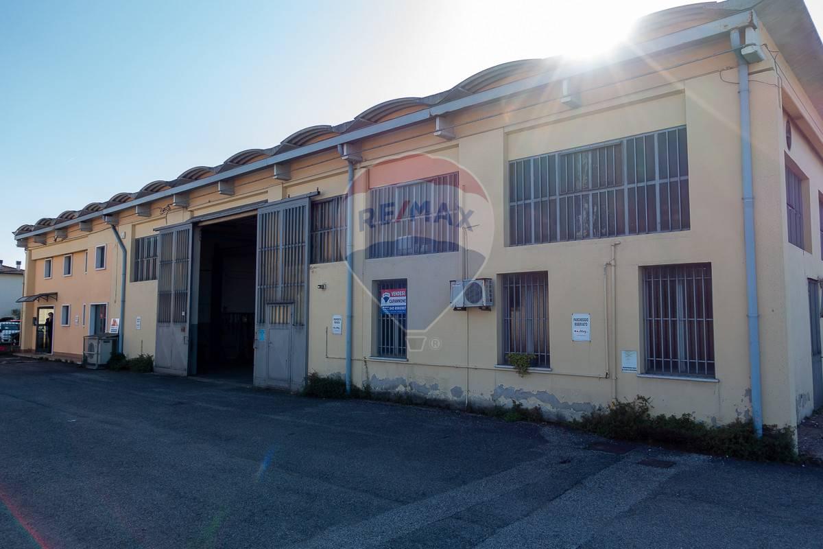 Capannone in vendita a Villafranca di Verona, 9999 locali, prezzo € 330.000   CambioCasa.it