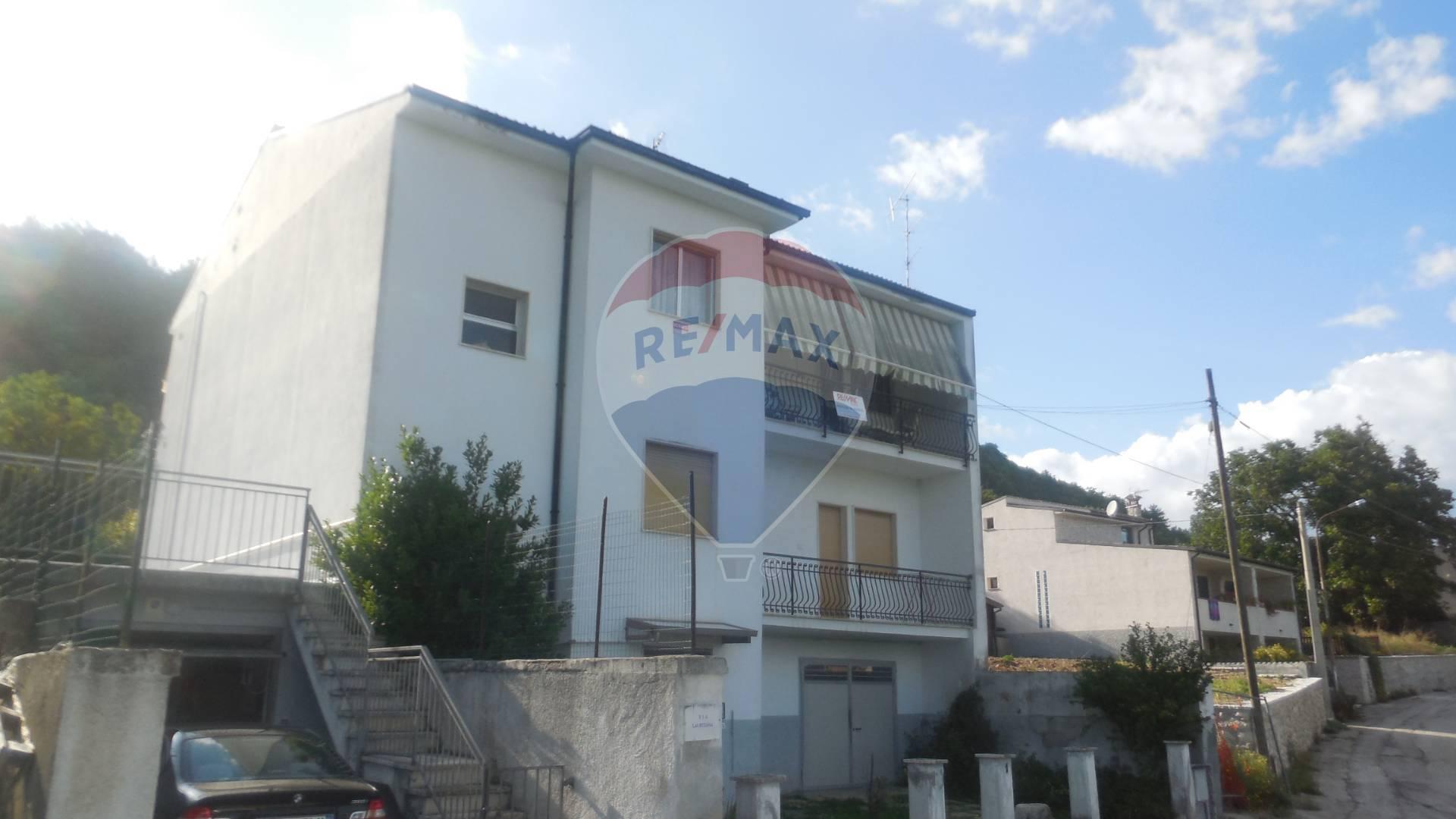 Appartamento in vendita a Prata d'Ansidonia, 5 locali, zona Zona: Tussio, prezzo € 32.000 | CambioCasa.it