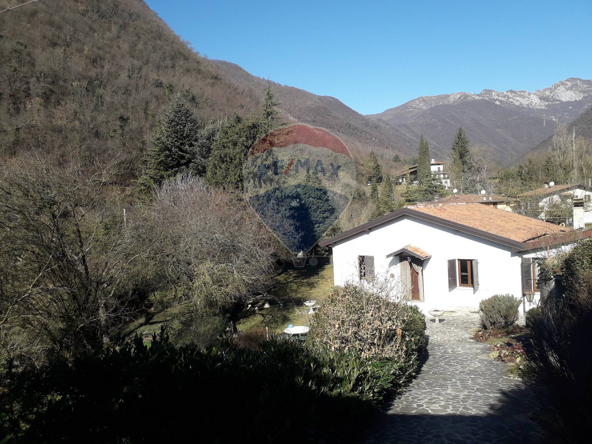 Villa in Vendita a Gardone Riviera