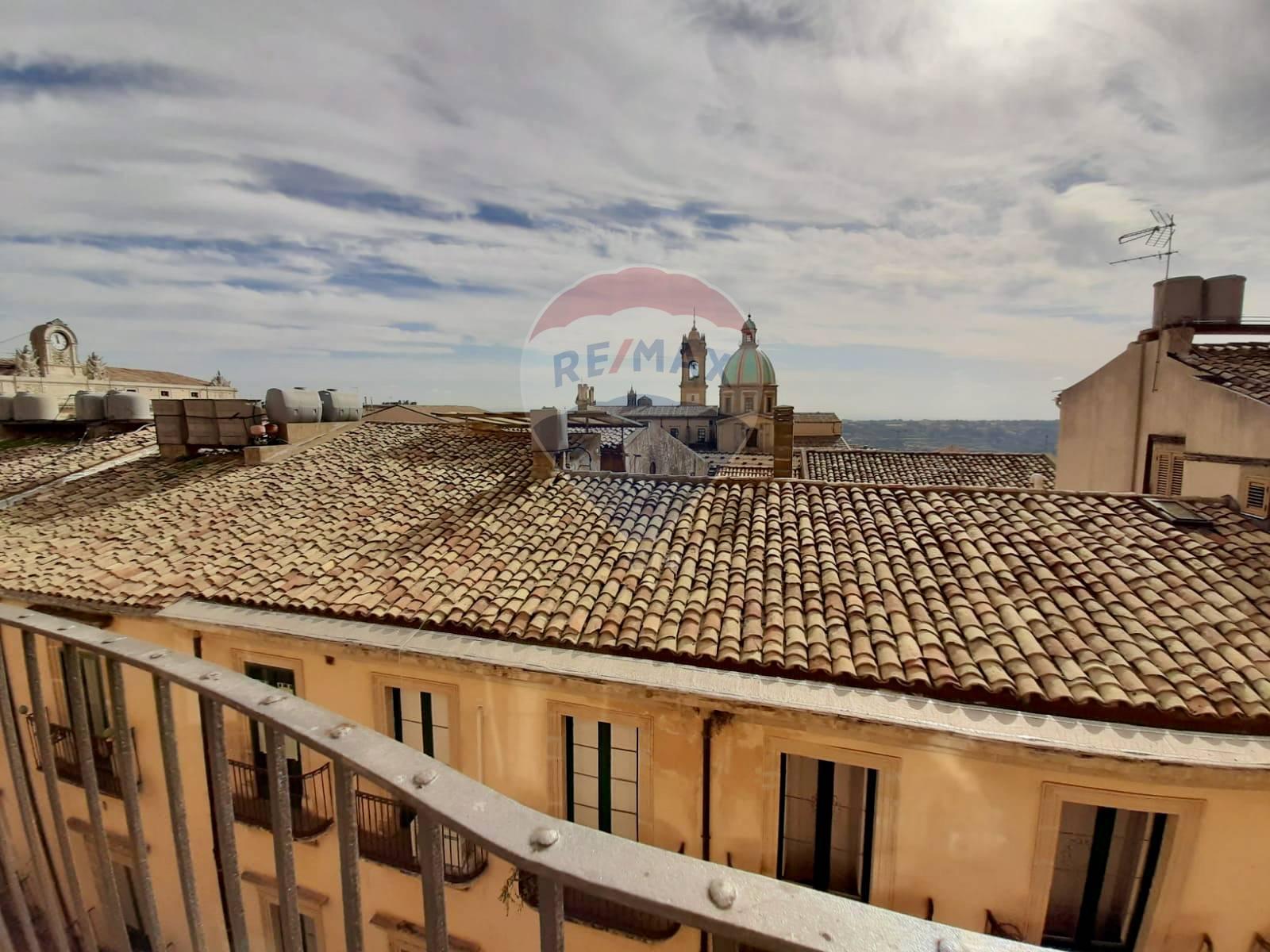 Appartamento in vendita a Caltagirone, 8 locali, prezzo € 125.000 | CambioCasa.it