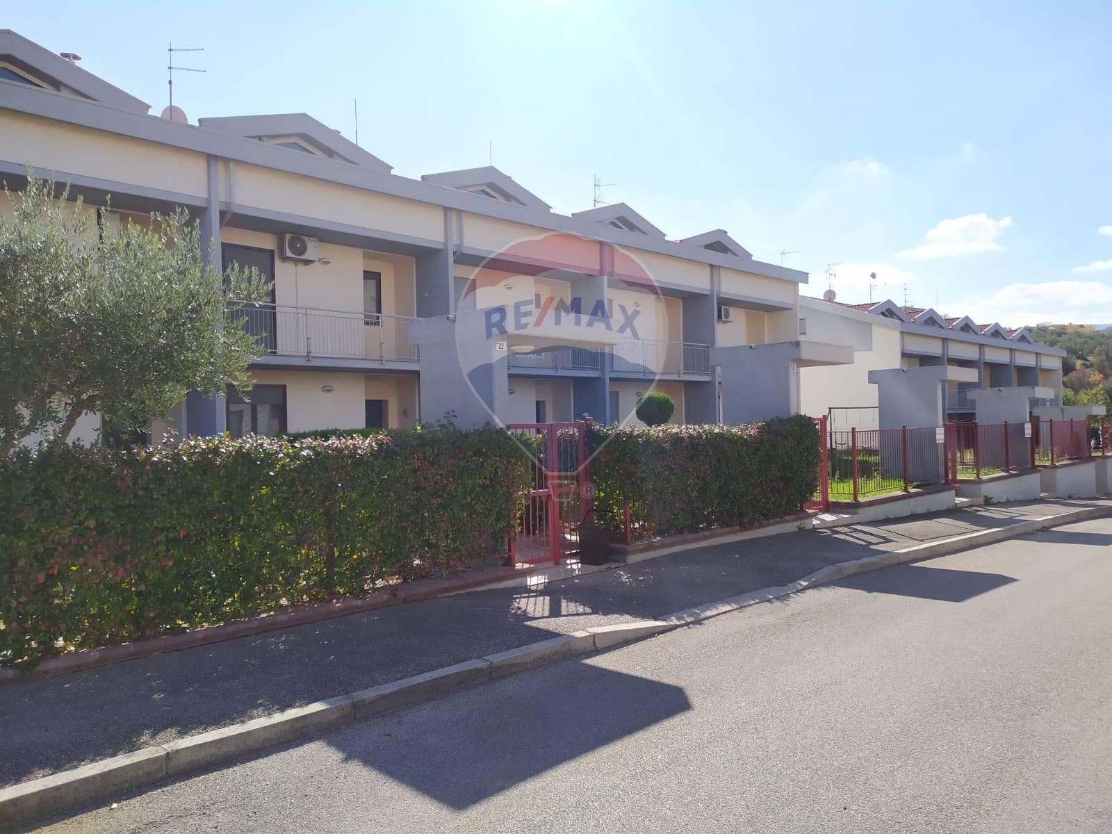 Villa a Schiera in vendita a Atessa, 8 locali, zona Zona: Montemarcone, prezzo € 155.000   CambioCasa.it