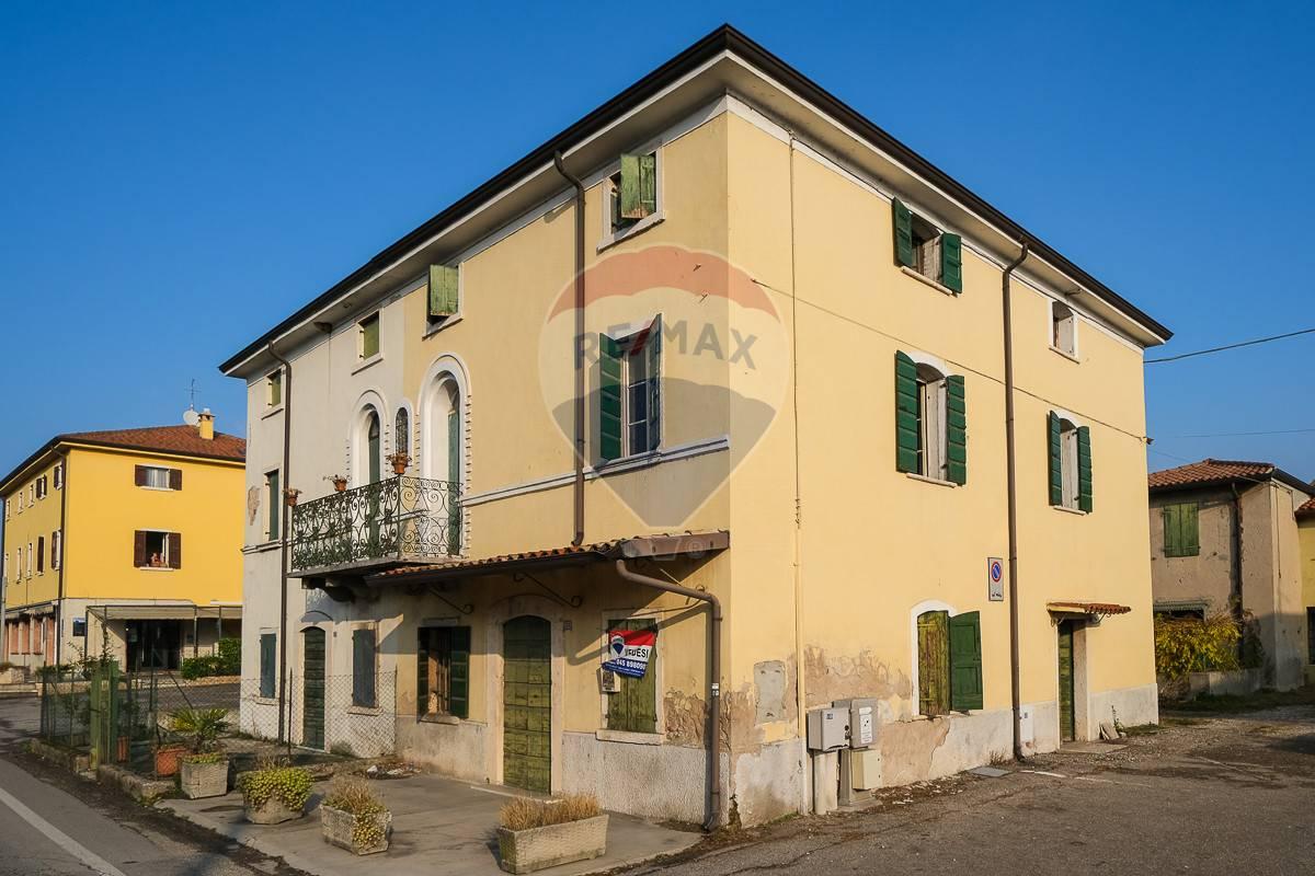 Rustico / Casale in vendita a Cavaion Veronese, 6 locali, prezzo € 88.000   CambioCasa.it