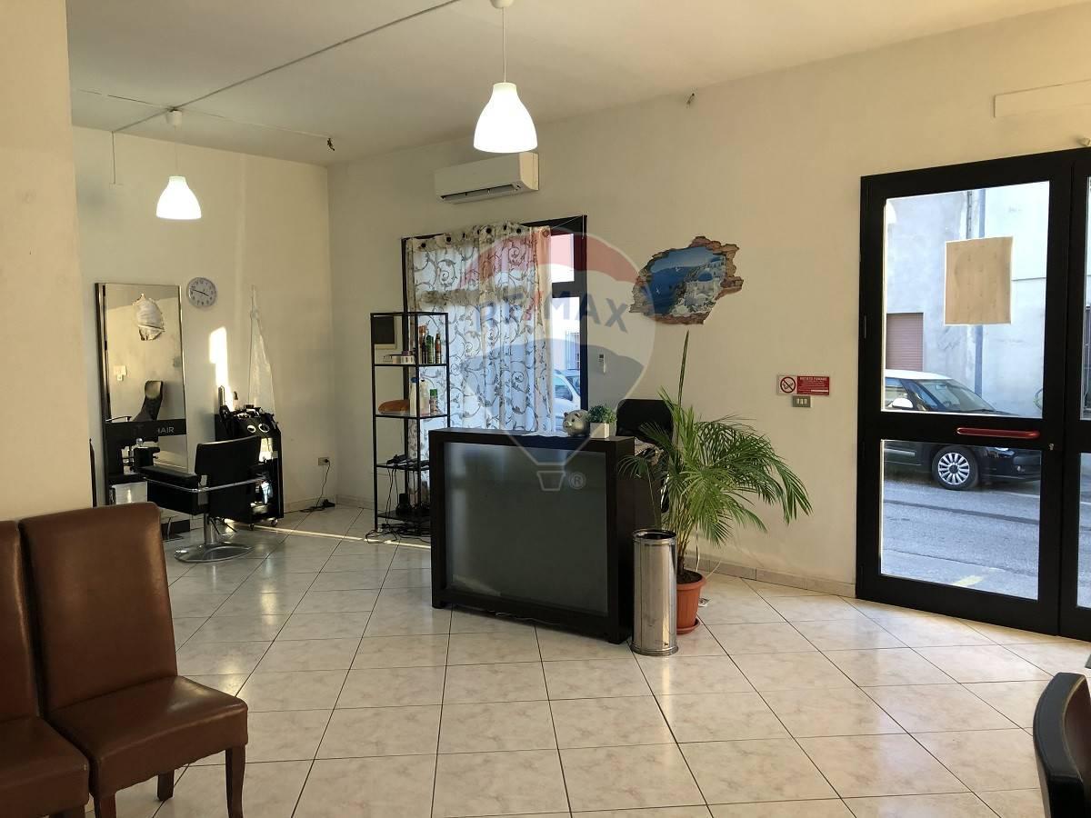 Negozio / Locale in vendita a Bovolone, 9999 locali, prezzo € 60.000   CambioCasa.it
