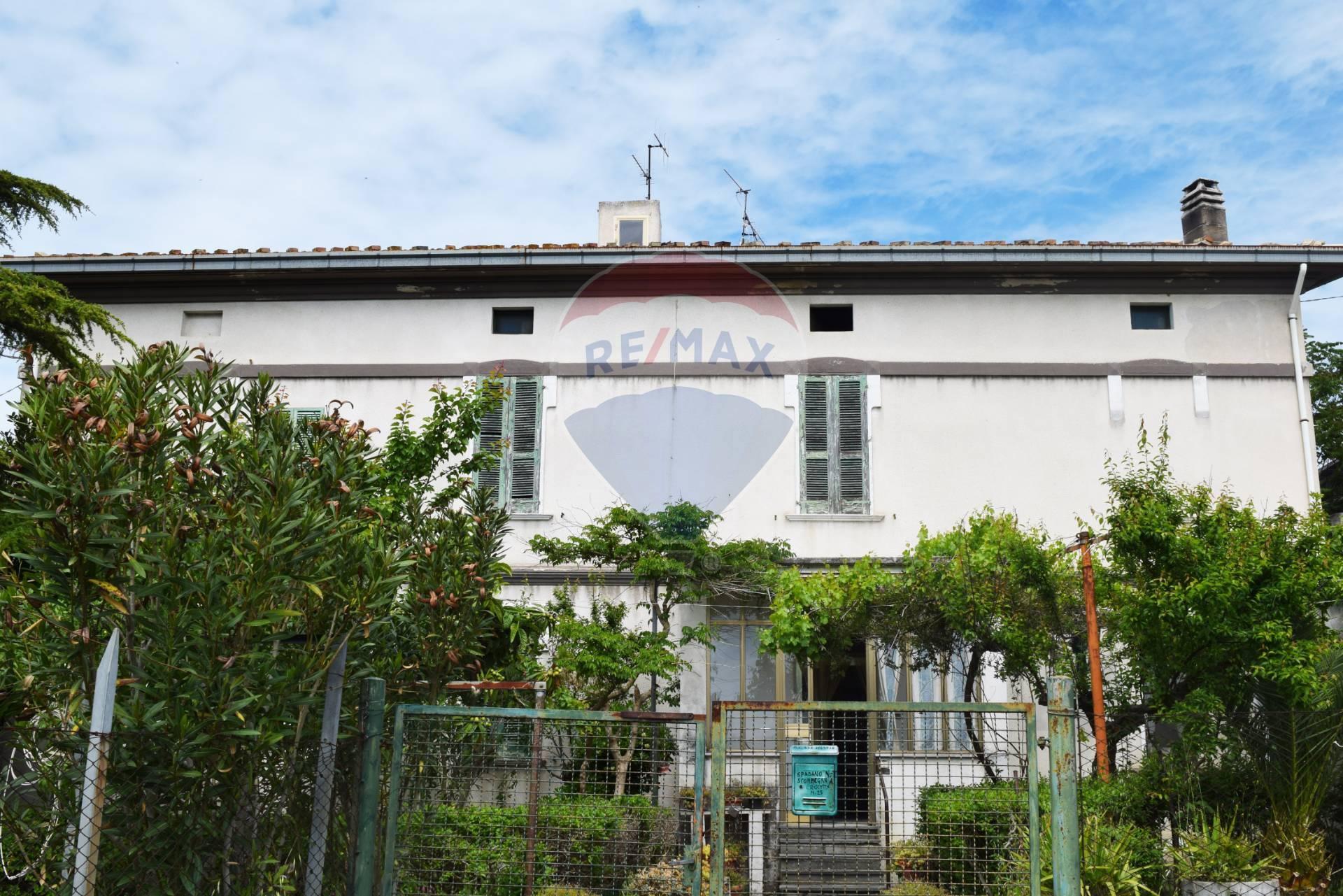 Soluzione Indipendente in vendita a Castel Frentano, 11 locali, prezzo € 90.000   CambioCasa.it