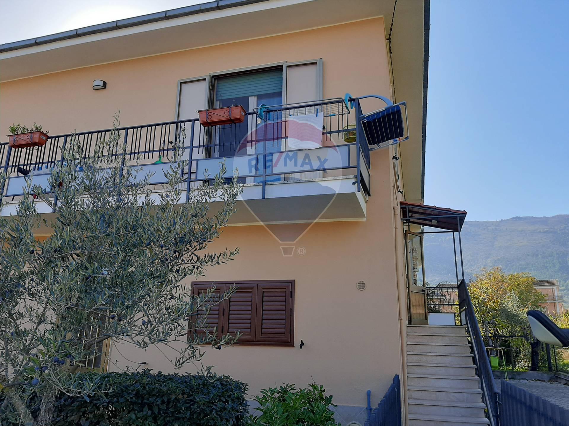 Soluzione Semindipendente in vendita a Raiano, 6 locali, prezzo € 140.000 | CambioCasa.it