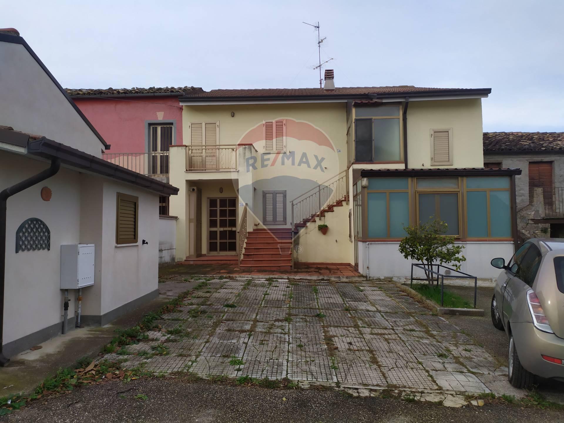 Soluzione Indipendente in vendita a Alanno, 5 locali, zona Zona: Prati, prezzo € 50.000 | CambioCasa.it