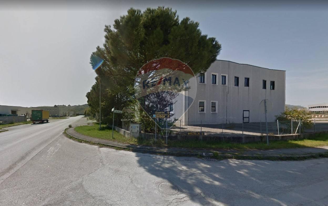 Capannone in vendita a Recanati, 9999 locali, prezzo € 320.000 | CambioCasa.it