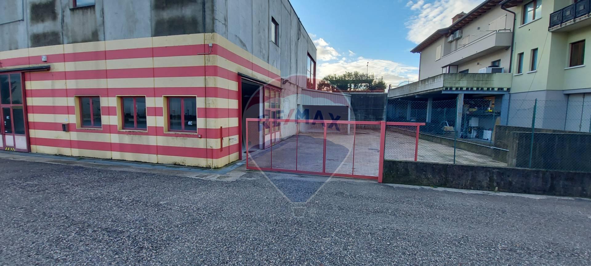 Capannone in affitto a Manerba del Garda, 9999 locali, zona Località: Solarolo, prezzo € 1.500 | CambioCasa.it
