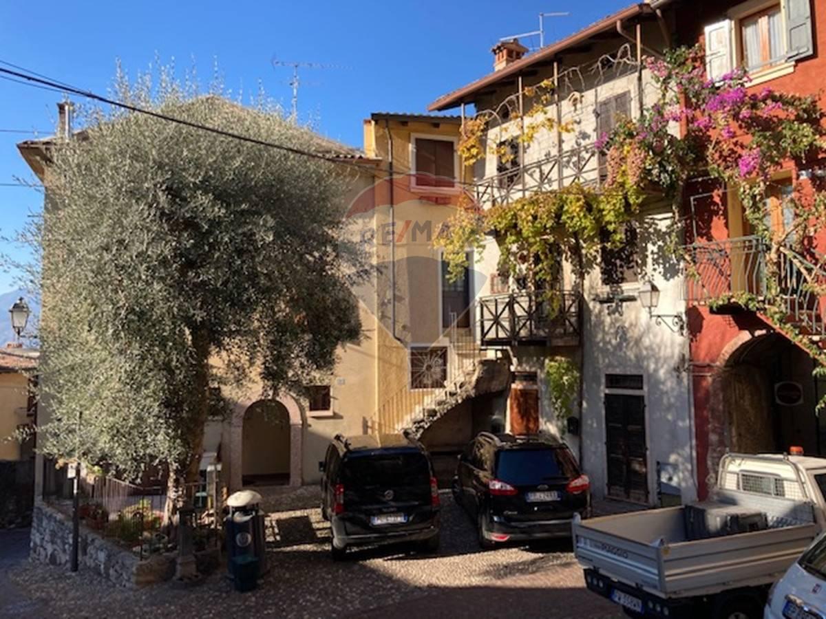 Appartamento in vendita a Brenzone, 3 locali, prezzo € 260.000 | CambioCasa.it
