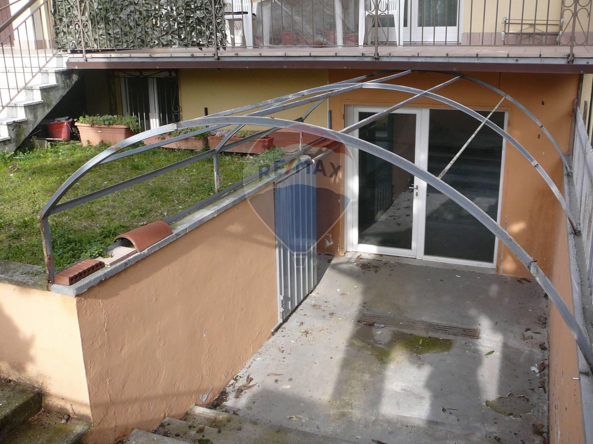 Negozio / Locale in affitto a Moniga del Garda, 9999 locali, prezzo € 750 | CambioCasa.it