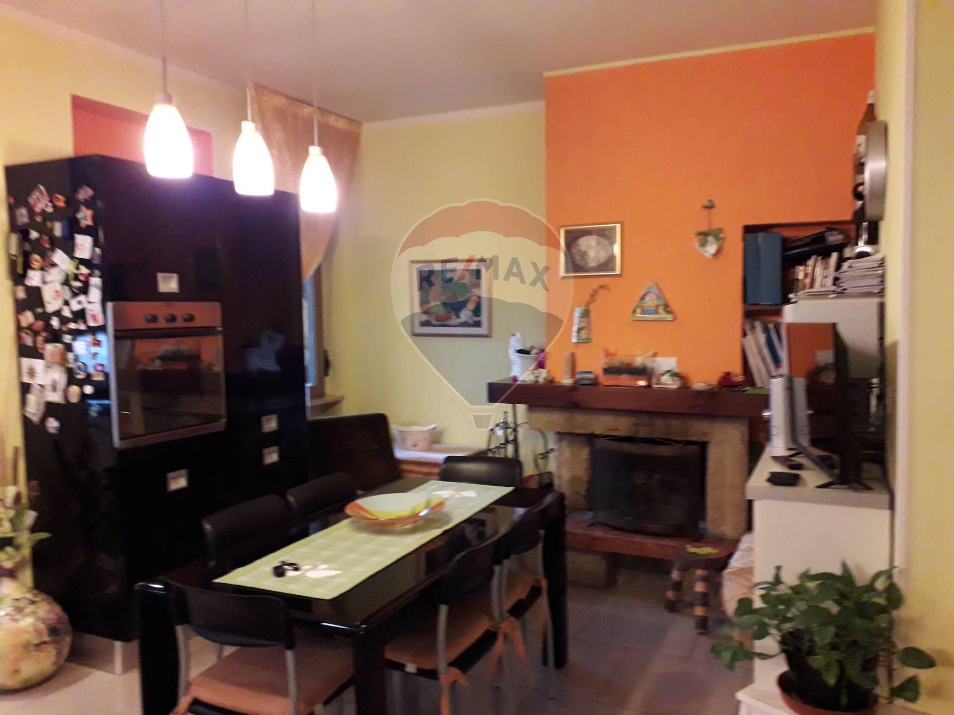 Appartamento in vendita a Sulmona, 8 locali, prezzo € 160.000 | CambioCasa.it