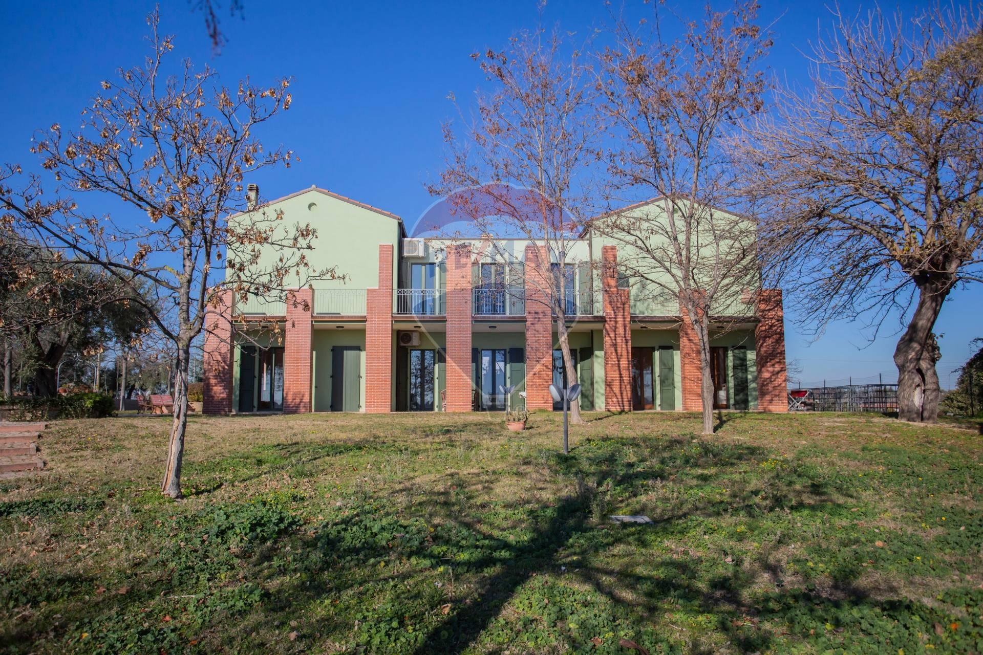 Villa in vendita a Ripa Teatina, 18 locali, prezzo € 800.000 | CambioCasa.it