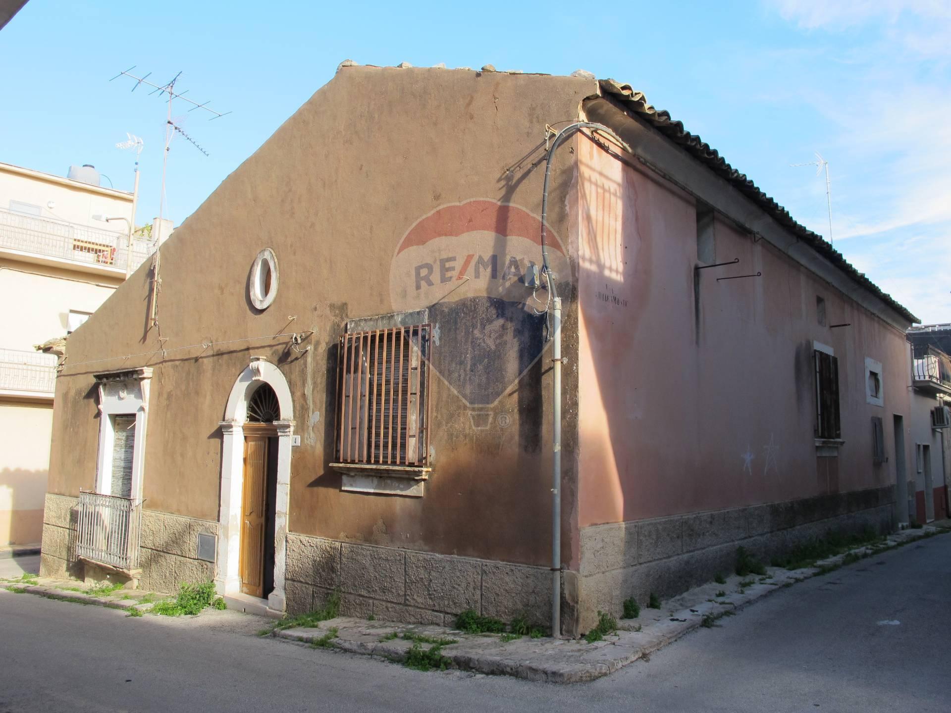 Soluzione Indipendente in vendita a Comiso, 5 locali, zona Località: Centro, prezzo € 43.000 | CambioCasa.it